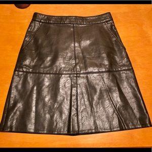 Zara Women's XS Black Faux Leather Back Zip Skirt